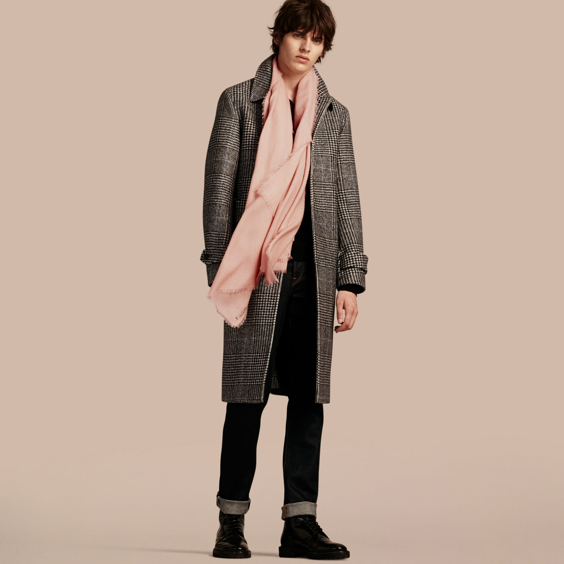 The Lightweight Cashmere Scarf in Ash Rose | Burberry Australia - gallery image 4