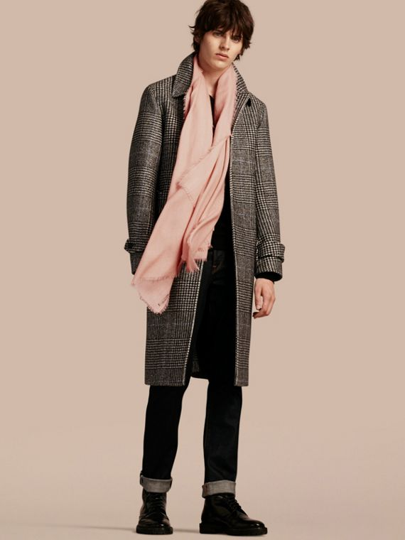 The Lightweight Cashmere Scarf in Ash Rose - cell image 3