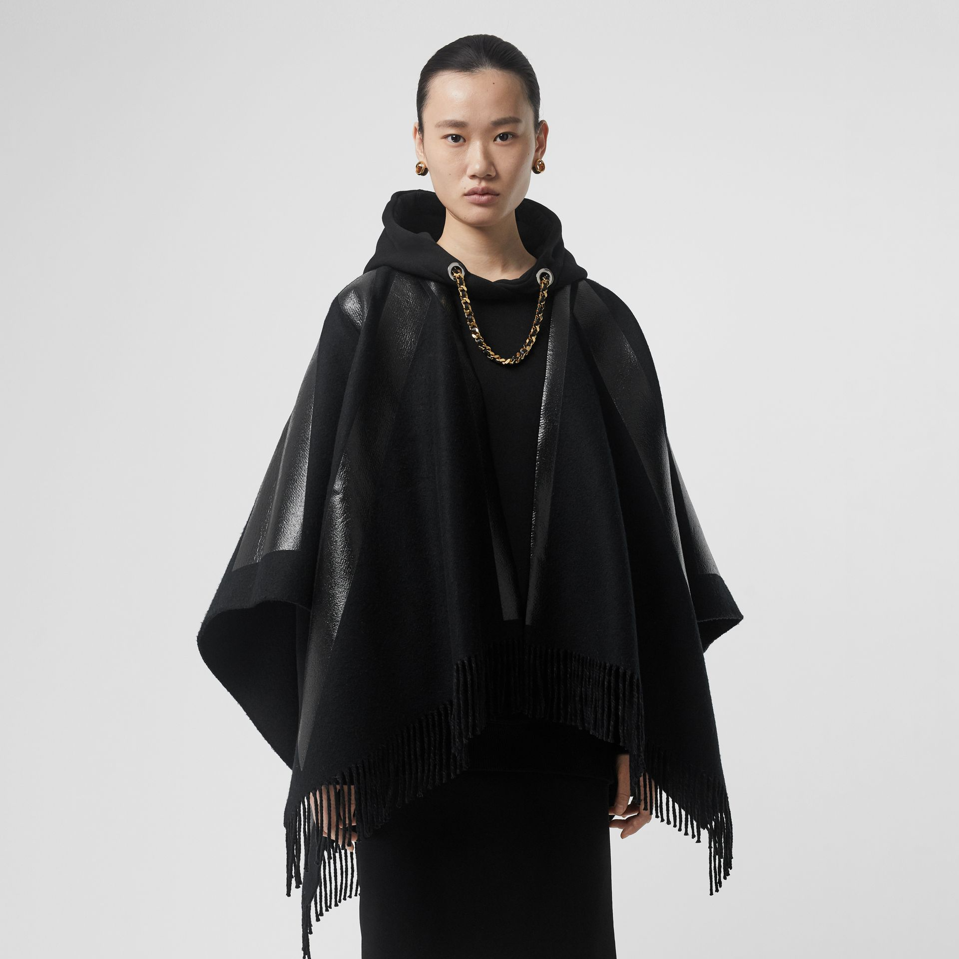 Union Jack Print Wool Cashmere Cape in Black - Women | Burberry Hong Kong - gallery image 4
