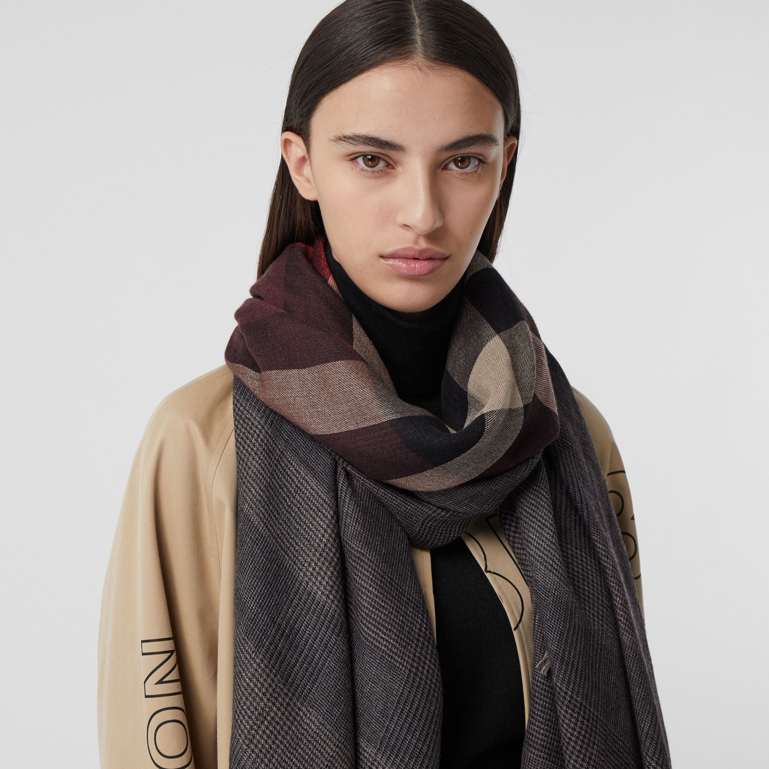 Reversible Check Cashmere Scarf in Burgundy | Burberry - 3