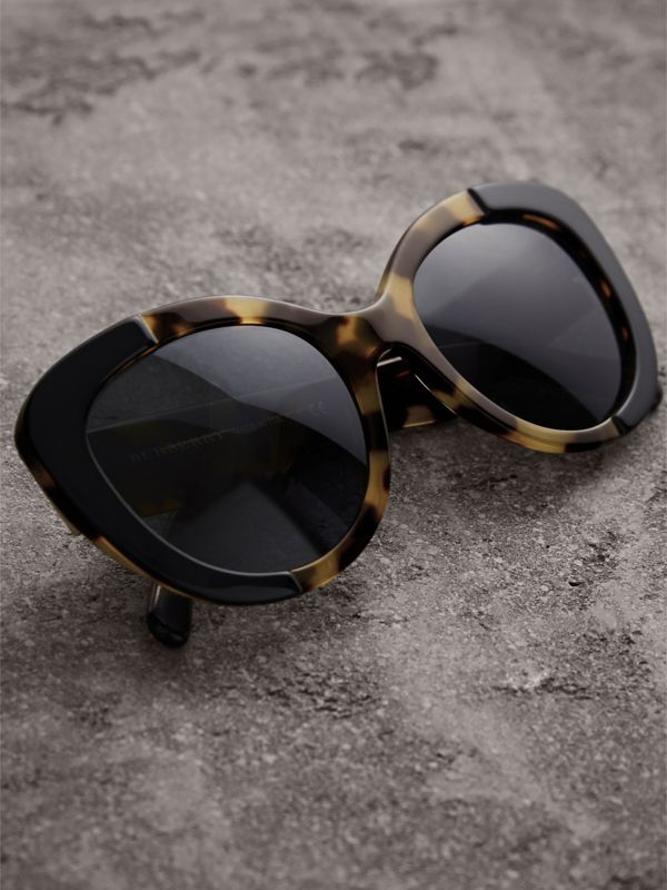 Round Frame Sunglasses in Black - Women | Burberry - cell image 2