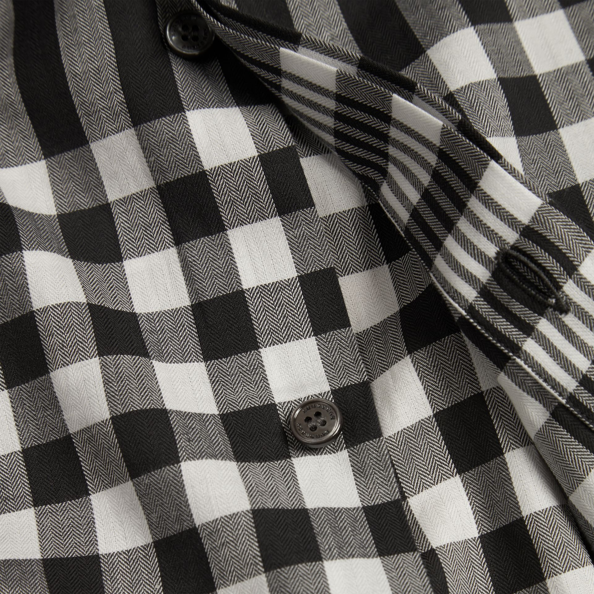 Nero Camicia in cotone con motivo check grafico Nero - immagine della galleria 2