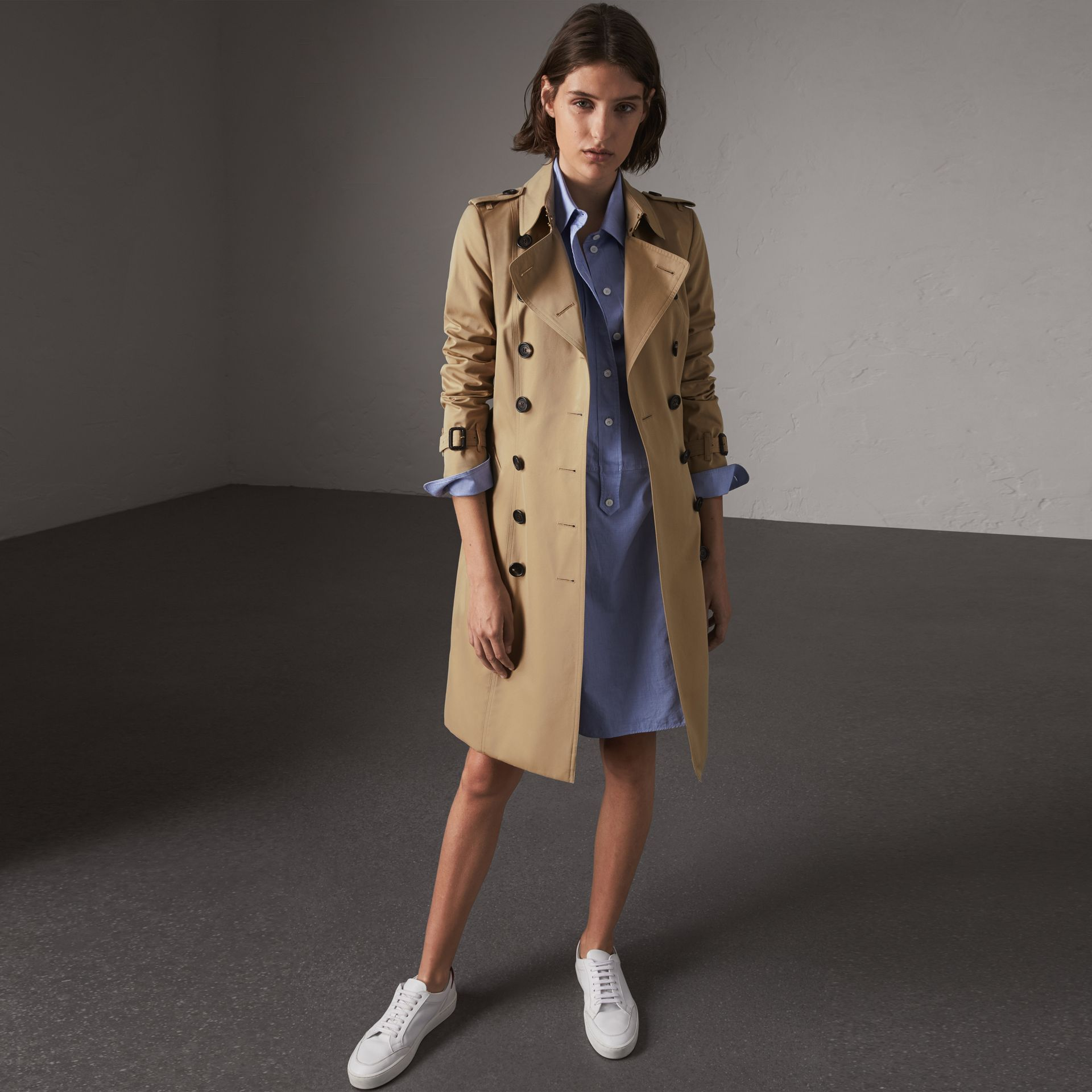 The Chelsea – Long Trench Coat in Honey - Women | Burberry - gallery image 0