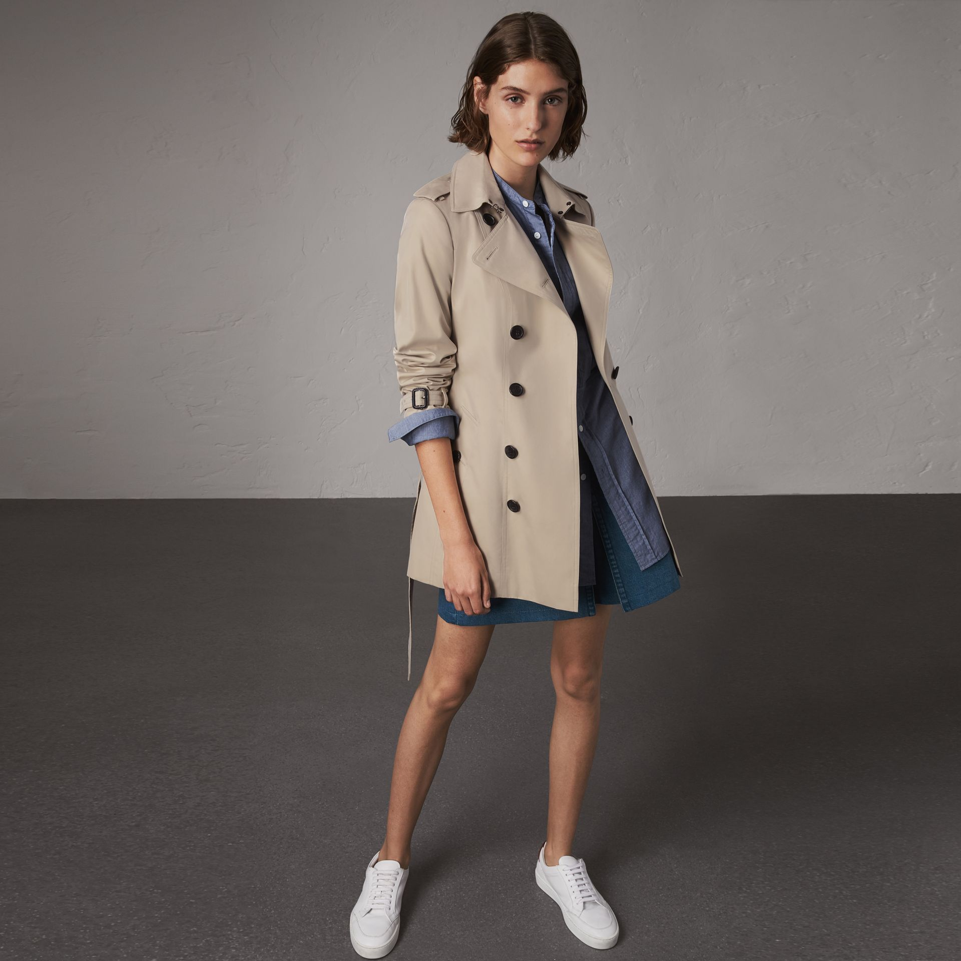 The Sandringham – Short Trench Coat in Stone - Women | Burberry - gallery image 0