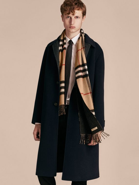 Reversible Check Cashmere and Block-colour Scarf in Camel/charcoal | Burberry Singapore - cell image 3