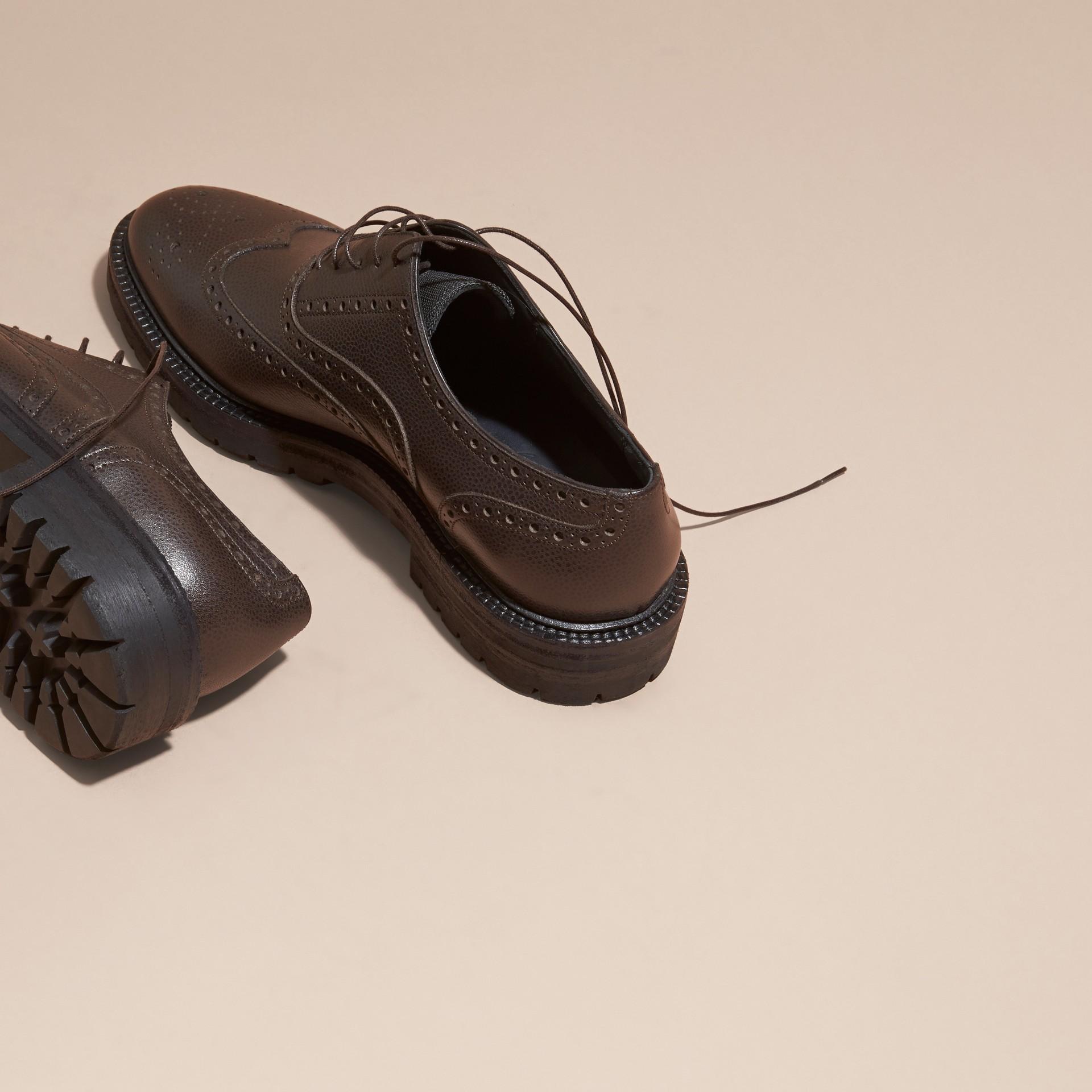 Chocolat amer Chaussures Richelieu en cuir grené à bout golf avec semelles en caoutchouc Chocolat Amer - photo de la galerie 4