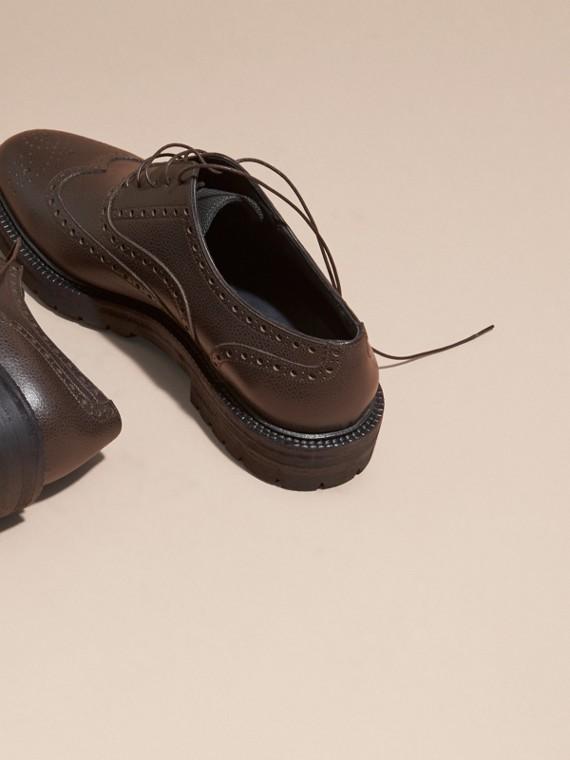 Chocolat amer Chaussures Richelieu en cuir grené à bout golf avec semelles en caoutchouc Chocolat Amer - cell image 3