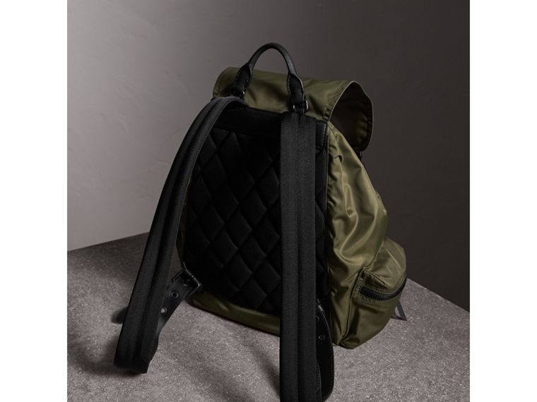 Grand sac The Rucksack en nylon technique et cuir (Vert Toile) | Burberry - cell image 4