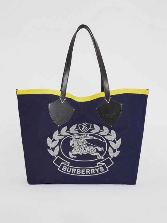 The Giant Tote in Archive Crest Cotton in Navy