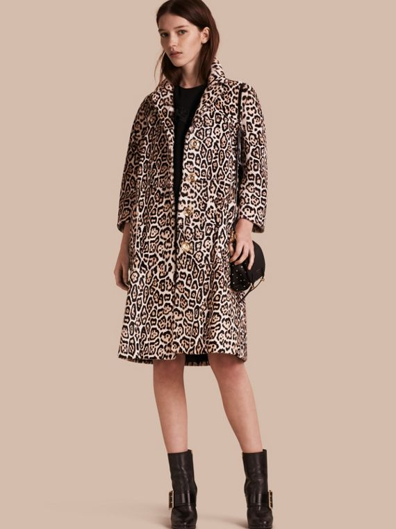Cappotto in shearling con stampa leopardata