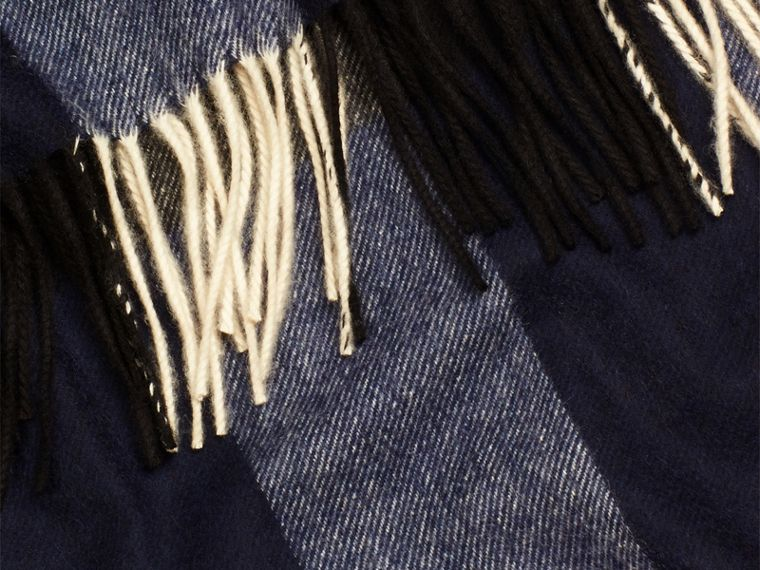 Check Cashmere Blanket Indigo Blue - cell image 1