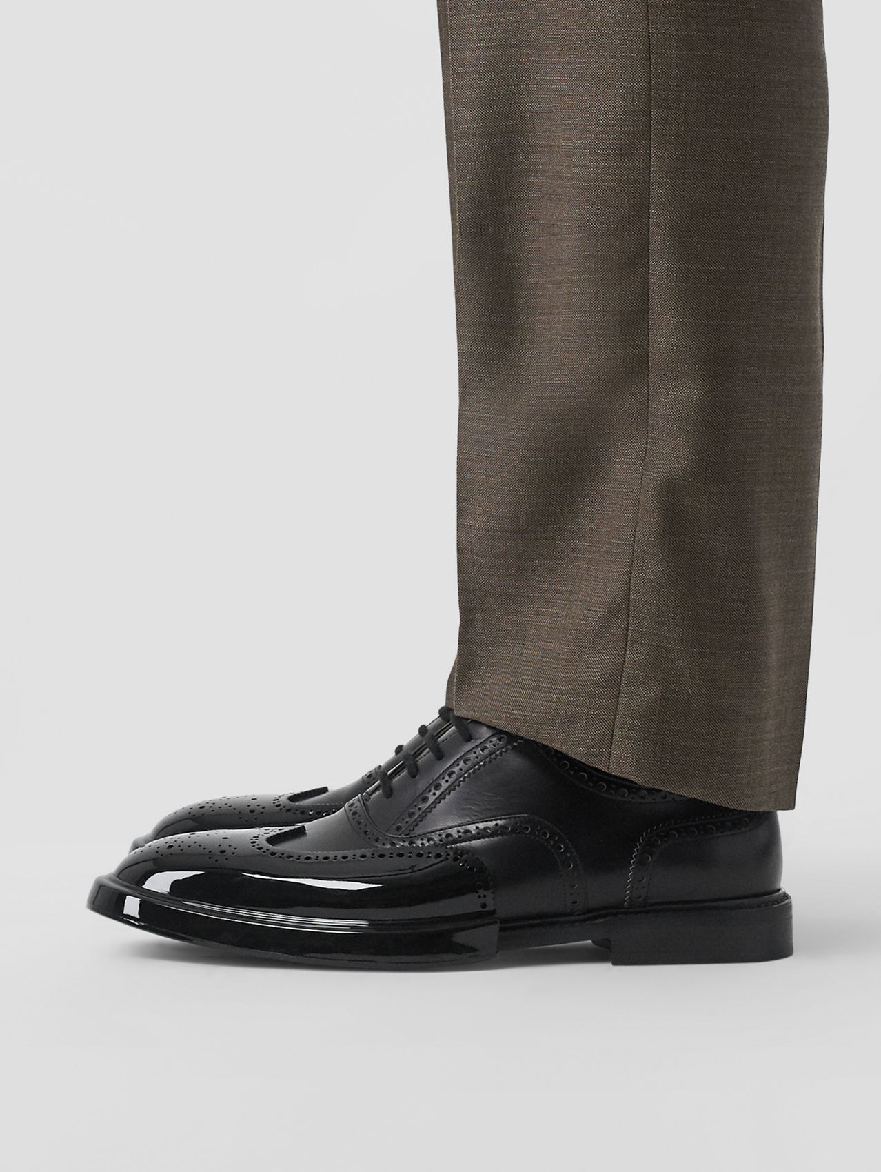 Toe Cap Detail Leather Oxford Brogues in Black
