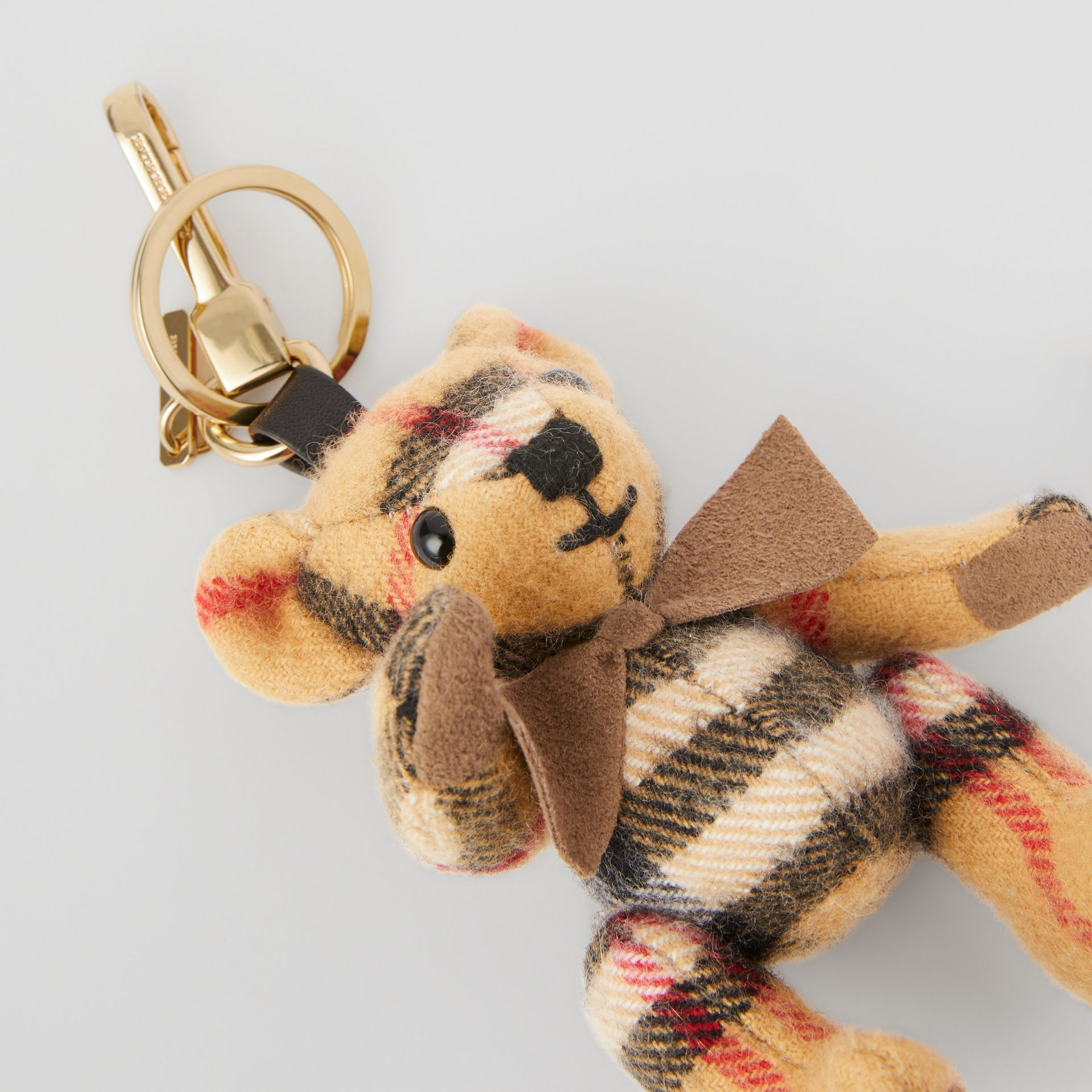 Bijou porte-clés Thomas Bear en cachemire à motif Vintage check (Jaune Antique) | Burberry - photo de la galerie 1