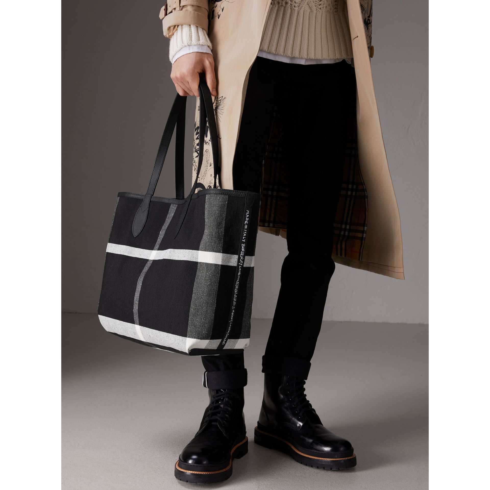 Sac tote Doodle moyen réversible (Noir) | Burberry - photo de la galerie 5