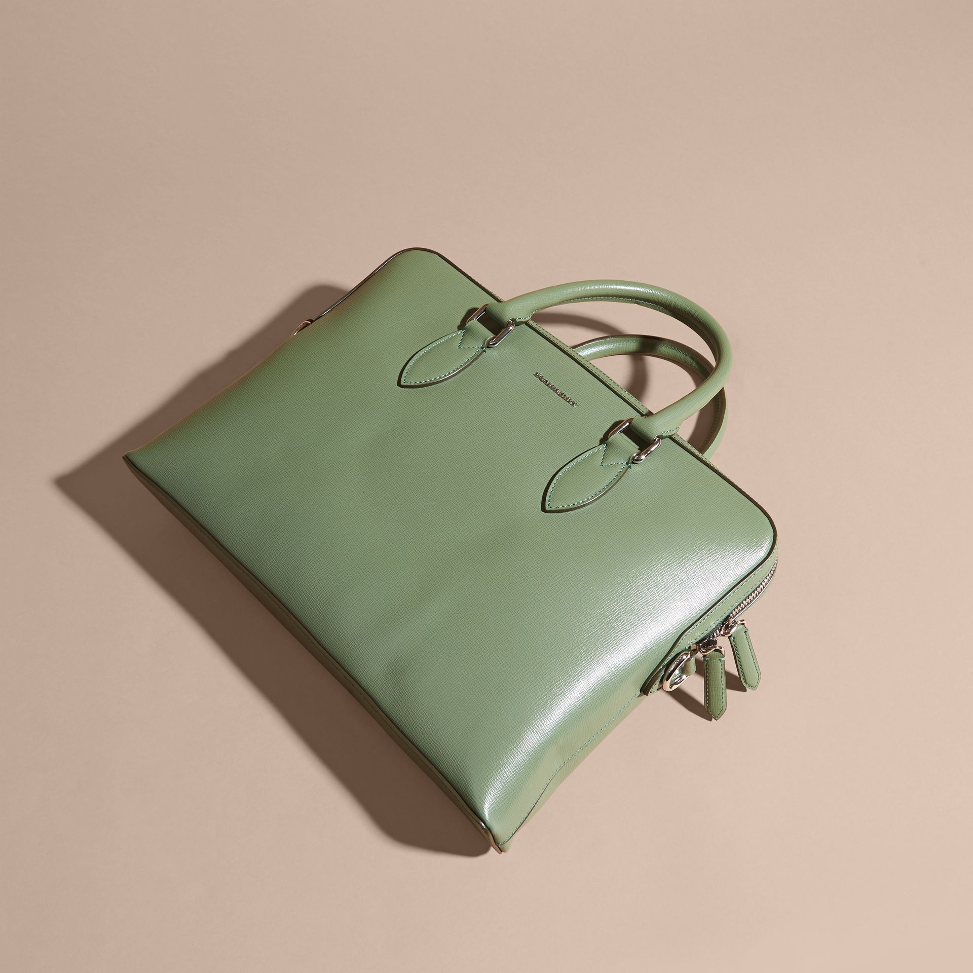 Sac The Barrow fin en cuir London Vert Antique - photo de la galerie 8