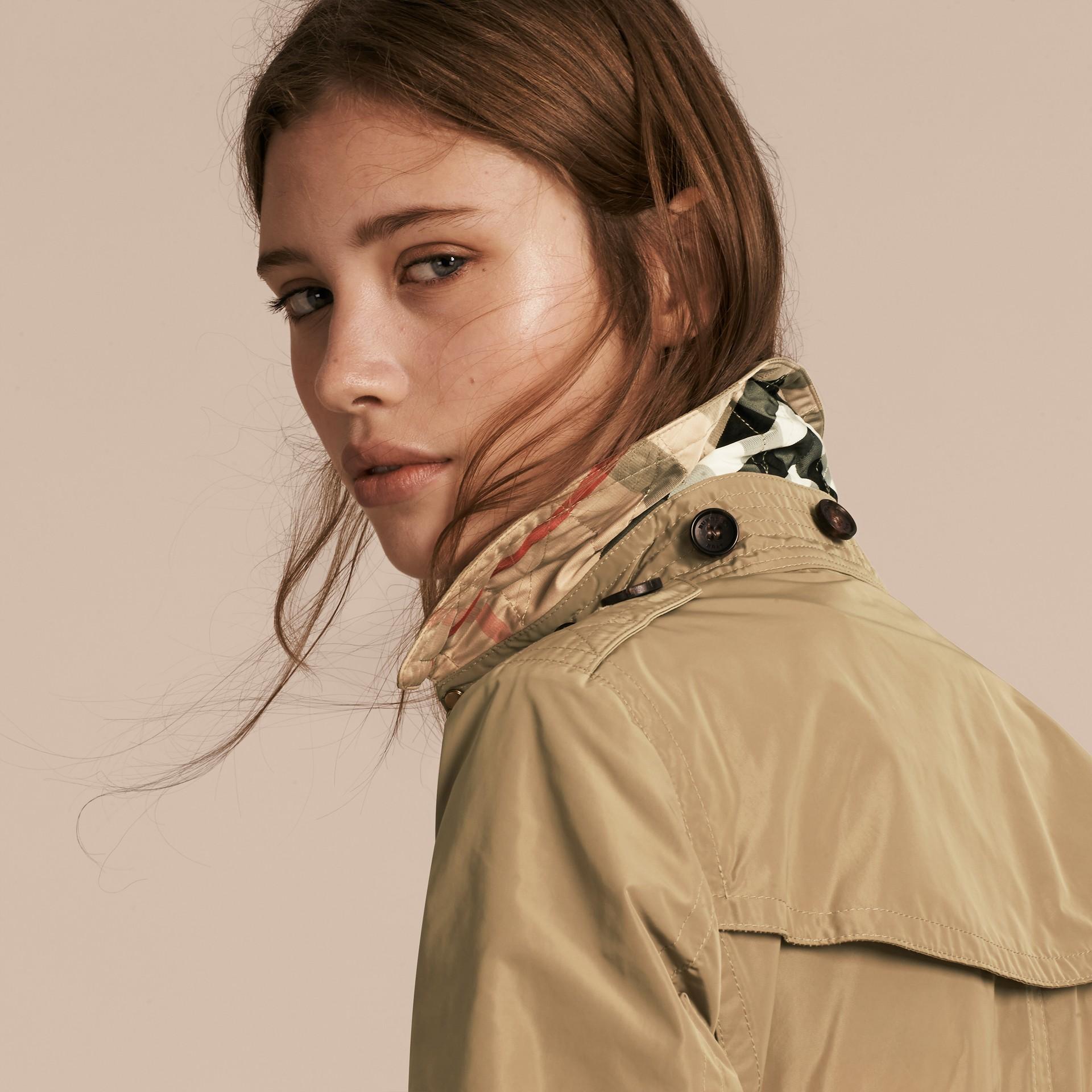 Sisal Trench coat en tafetán con capucha de quita y pon Sisal - imagen de la galería 4