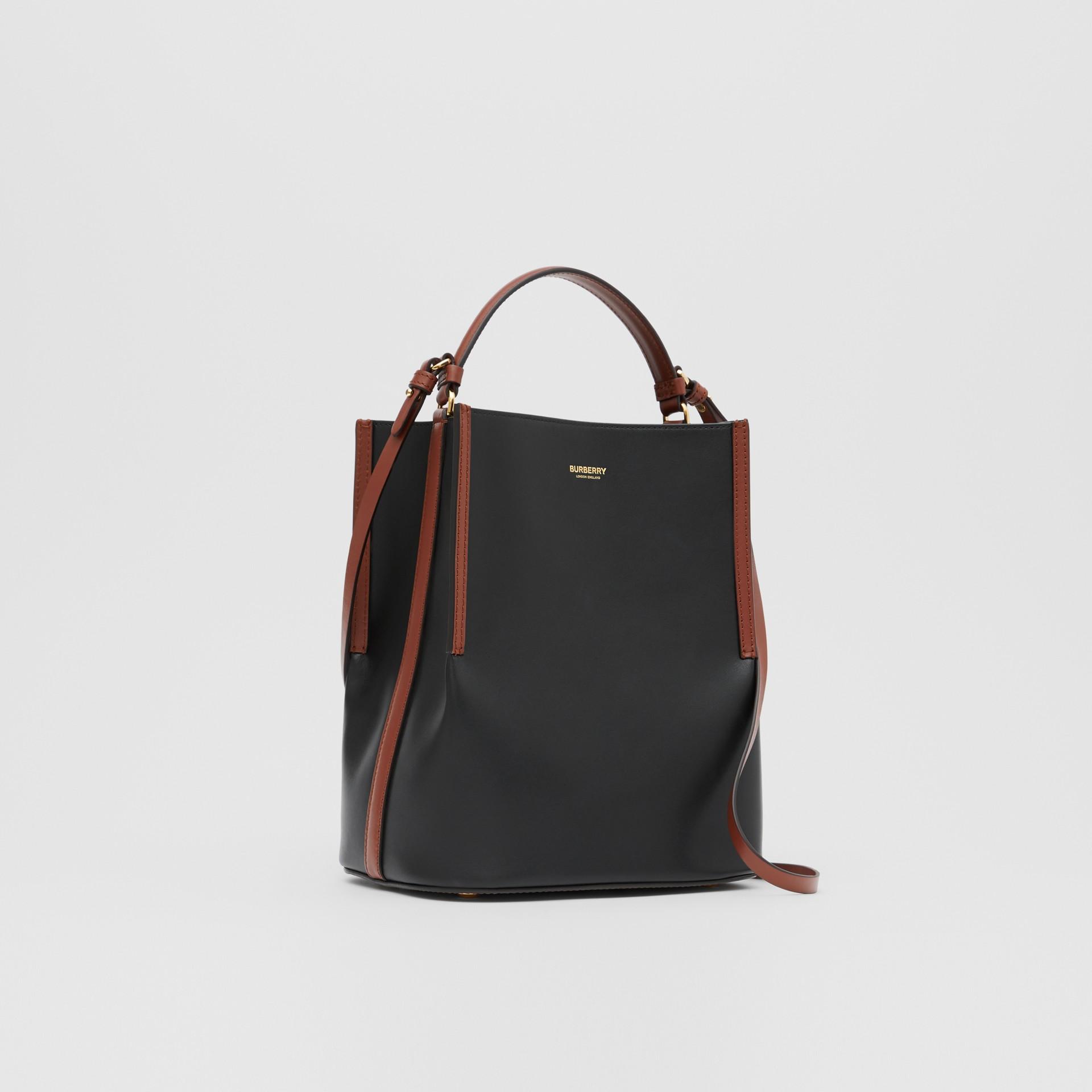 스몰 투톤 레더 페기 버킷 백 (블랙) - 여성 | Burberry - 갤러리 이미지 6