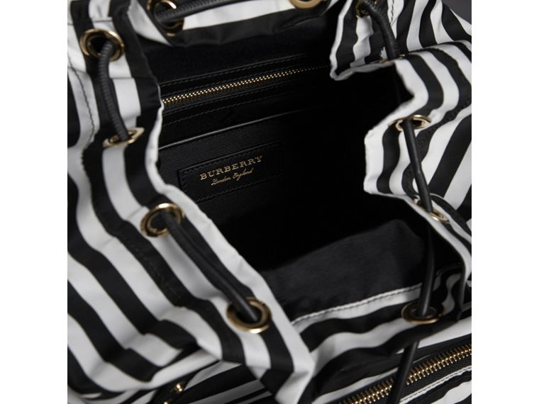"The Medium Rucksack mit ""Pallas Heads""- und ""Pallas Helmet""-Applikationen (Schwarz/weiss) - Damen 