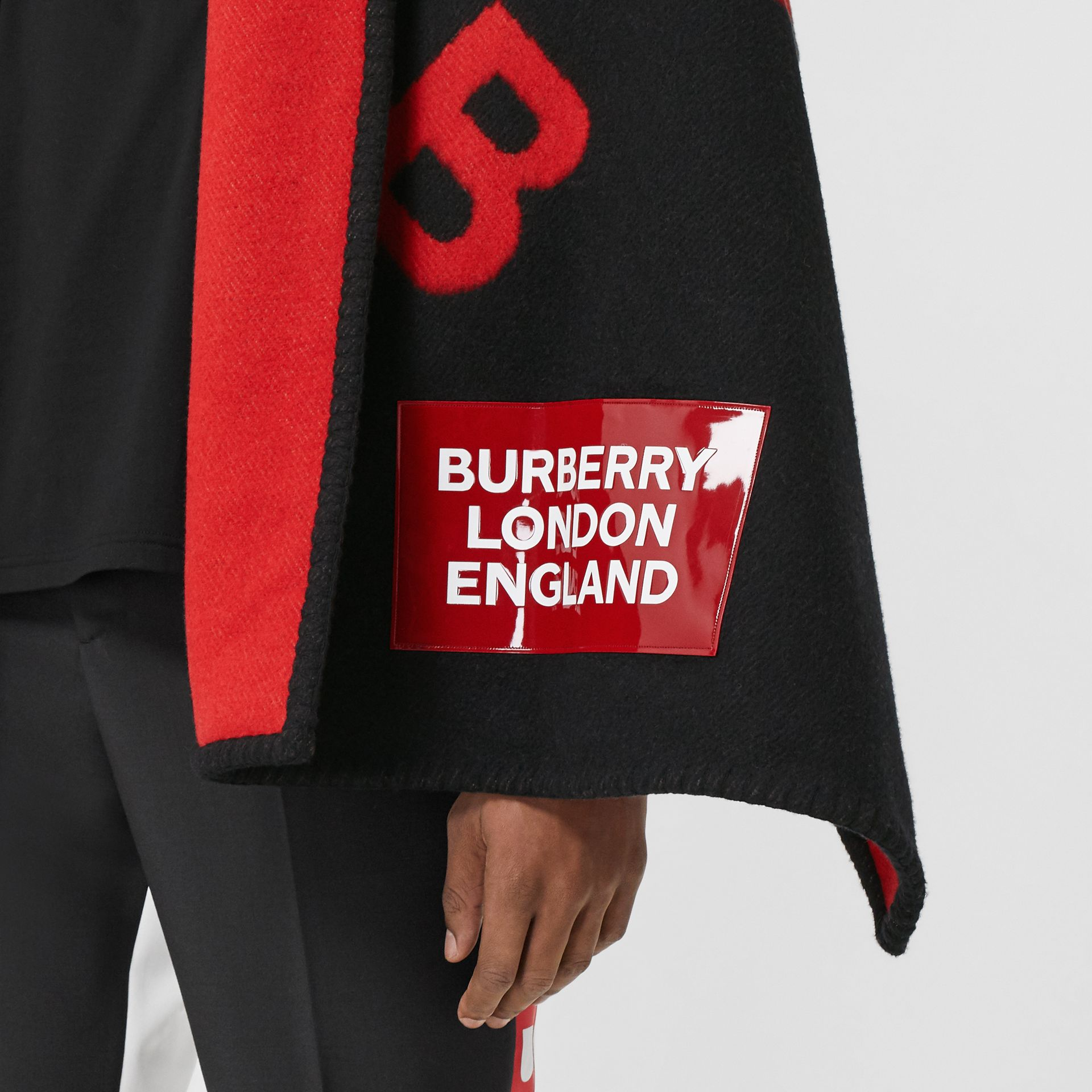 Reversible B Motif Wool Cashmere Blanket Cape in Black/bright Red | Burberry United States - gallery image 5