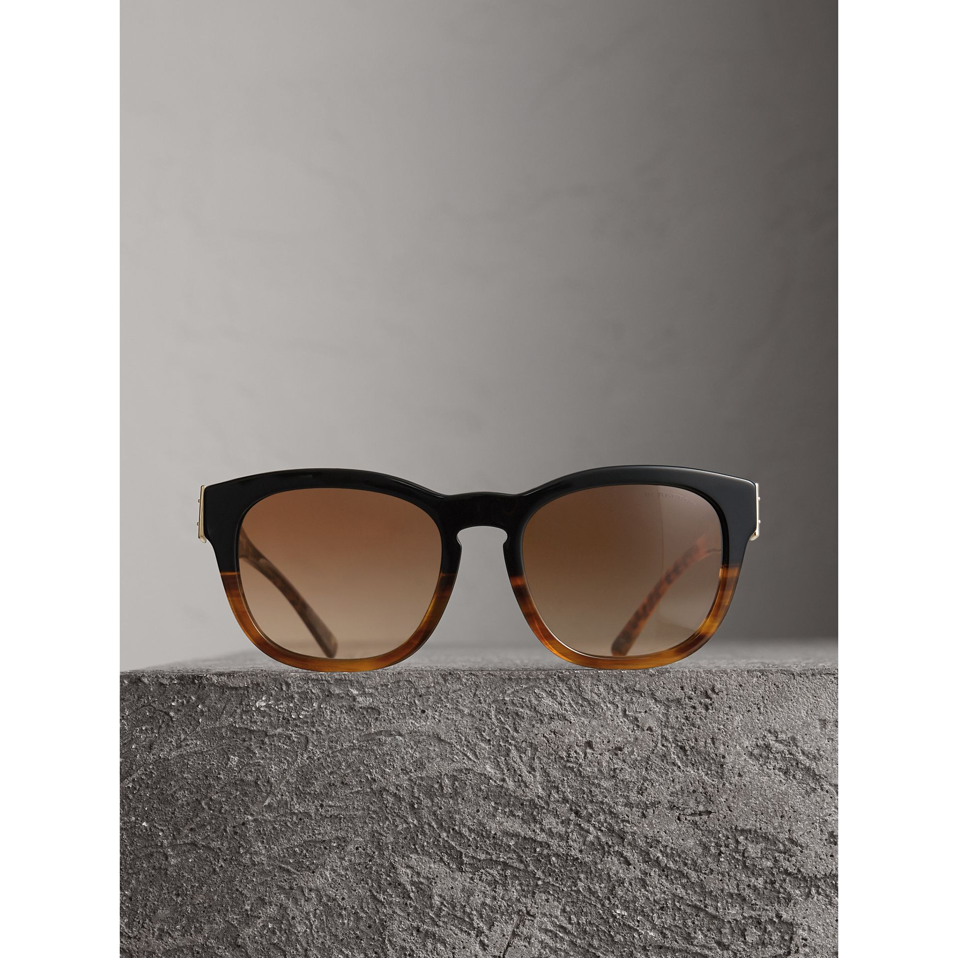 Buckle Detail Square Frame Sunglasses in Black - Women | Burberry United Kingdom - gallery image 3