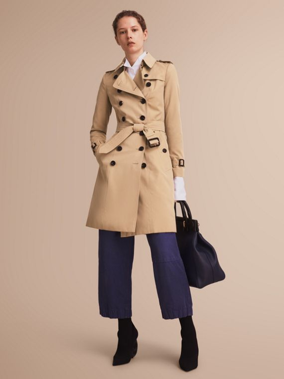 The Chelsea – Long Heritage Trench Coat in Honey - Women | Burberry