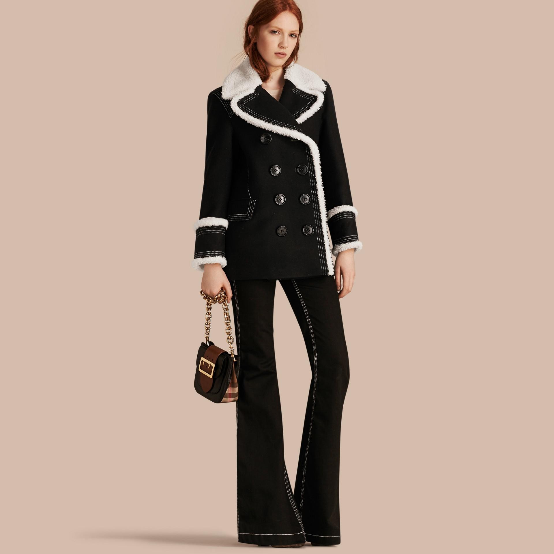 Nero Pea coat in misto lana e cashmere con finiture in shearling - immagine della galleria 1