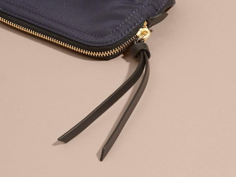 Bolsa pouch pequena de nylon tecnológico com zíper Azul Nanquim - cell image 1