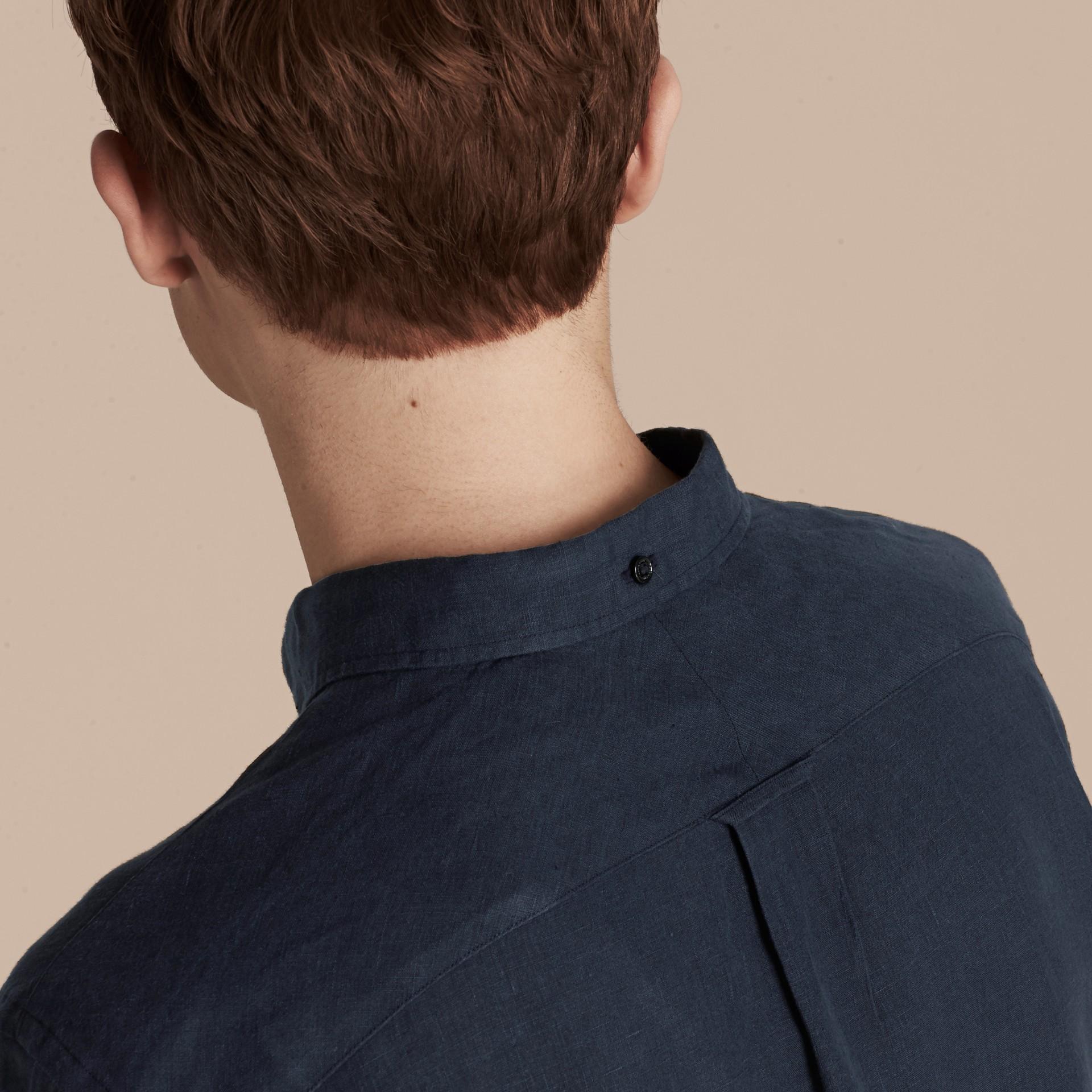 네이비 버튼 다운 칼라 리넨 셔츠 네이비 - 갤러리 이미지 4