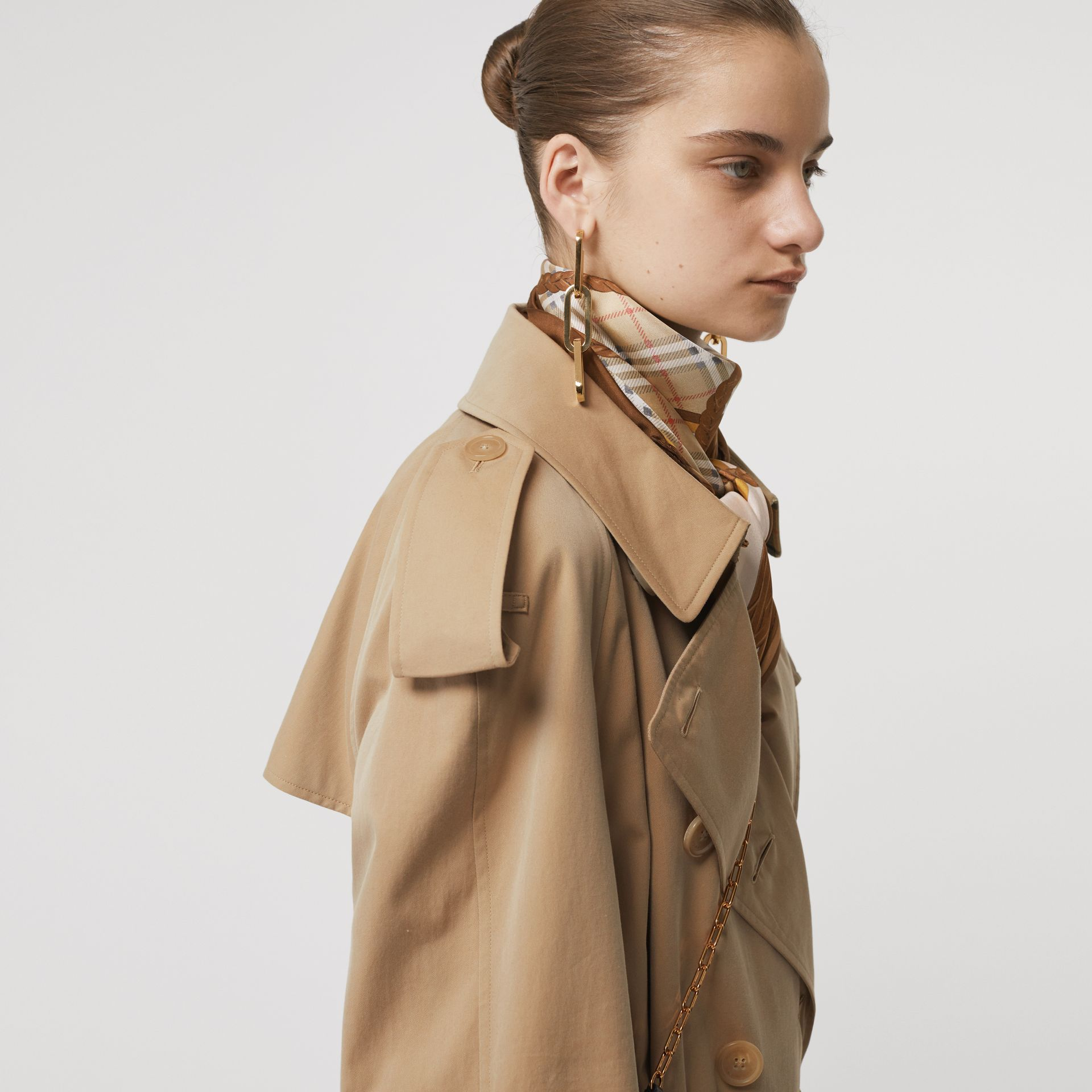 The Long Westminster Heritage Trench Coat in Honey - Women | Burberry United Kingdom - gallery image 4