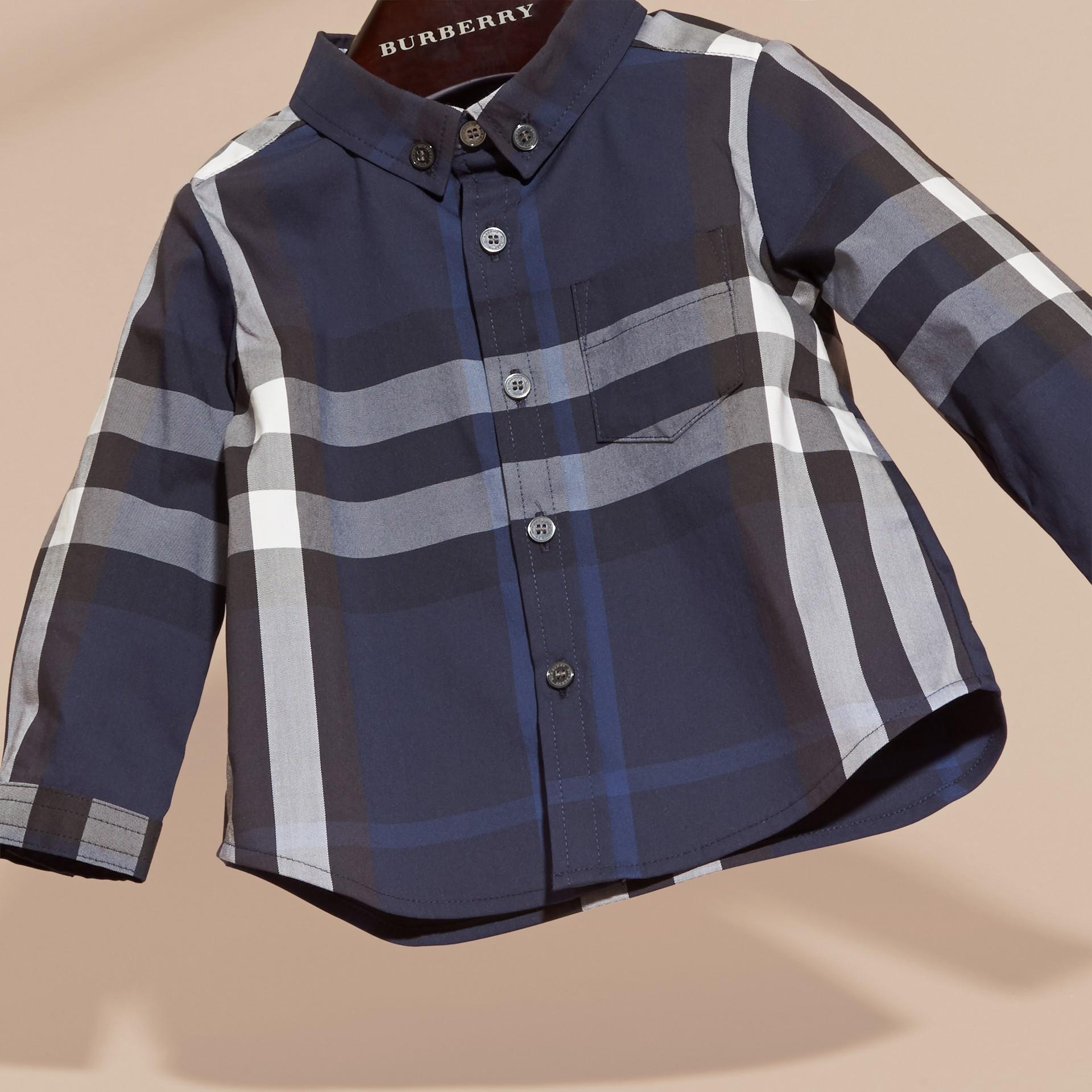 Bleu indigo Chemise boutonnée en coton à motif check Bleu Indigo - photo de la galerie 3