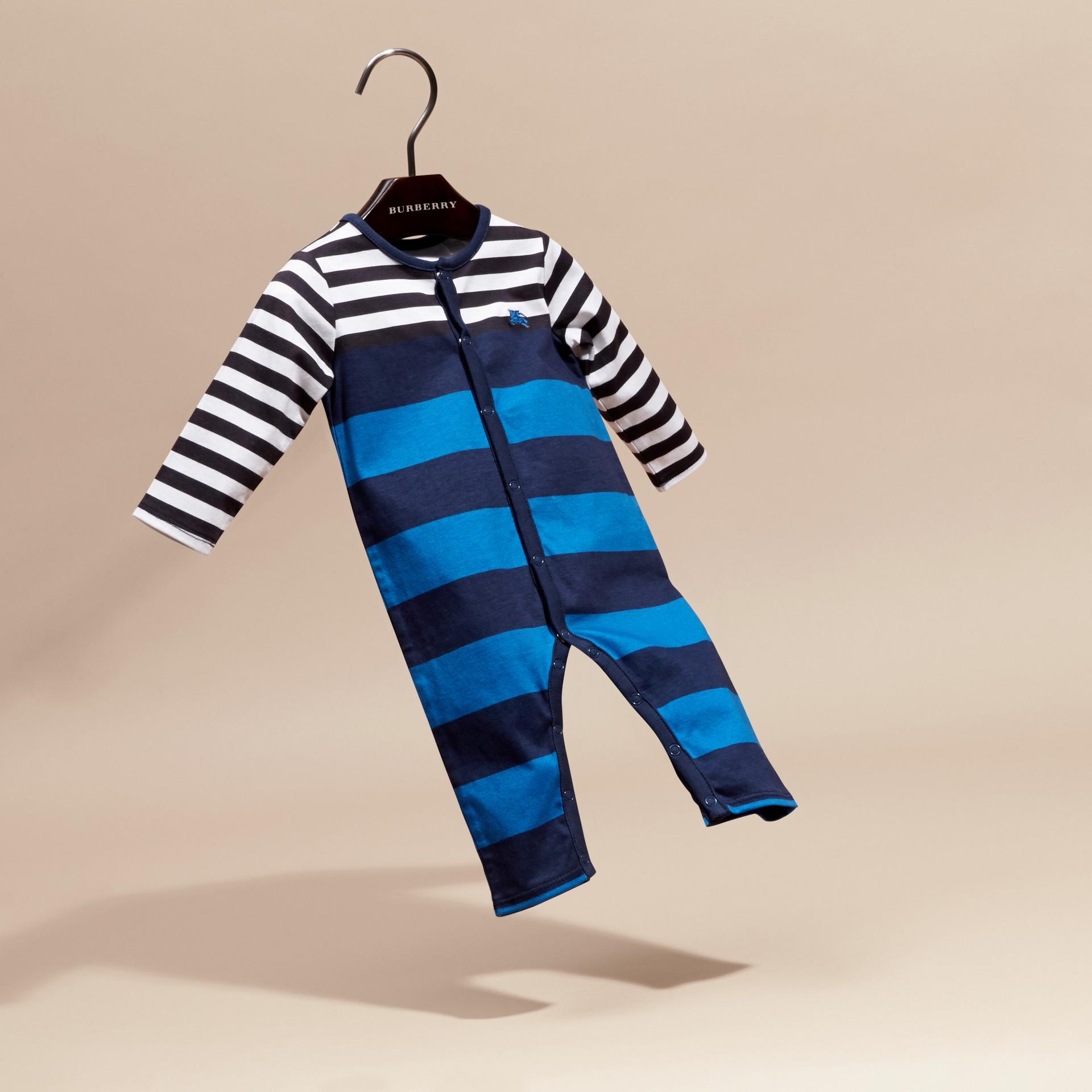 Bleu encre Grenouillère en coton rayé - photo de la galerie 3