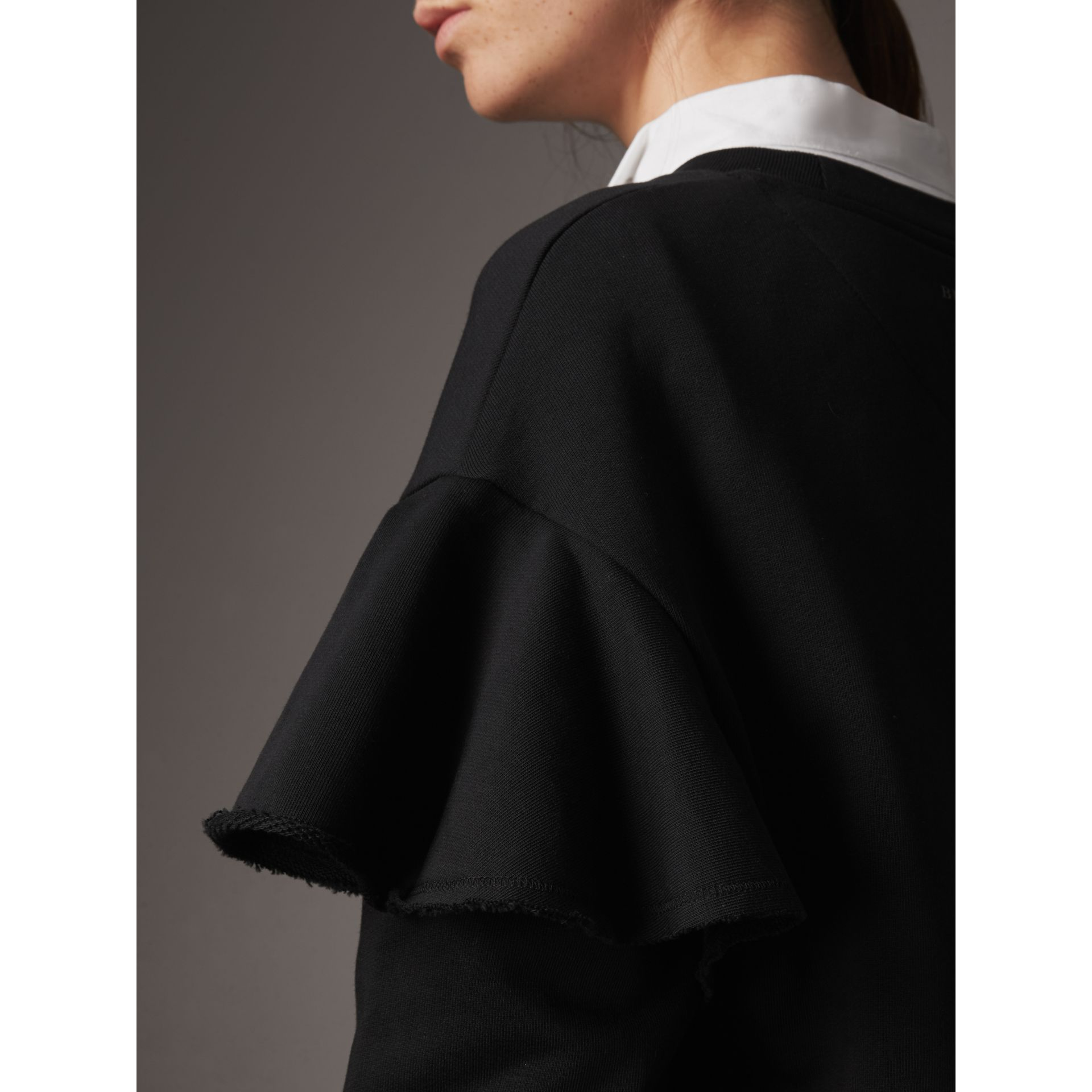 Robe pull en coton à manches à volants (Noir) - Femme | Burberry - photo de la galerie 2