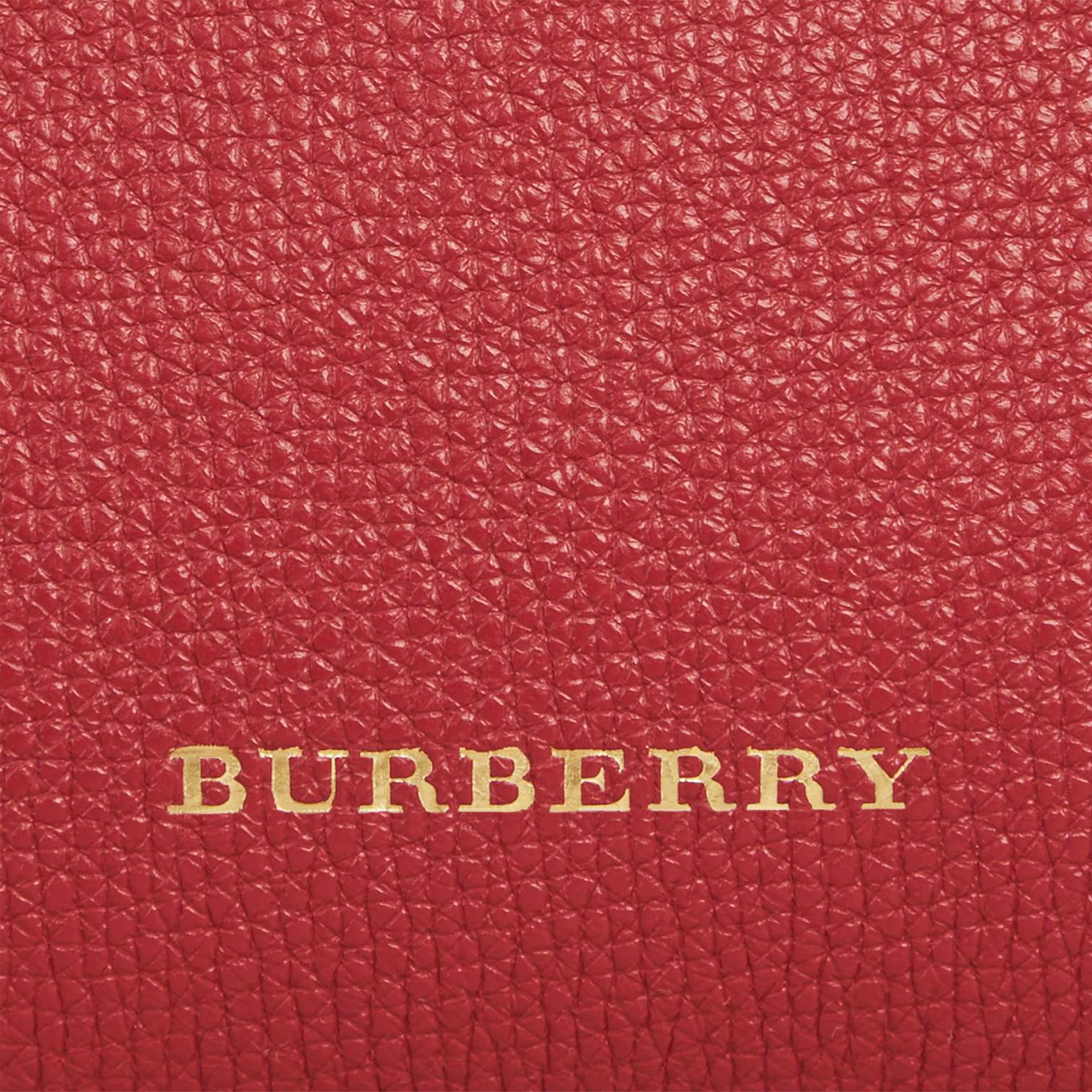The Baby Banner en cuir et coton House check (Rouge Feuille Morte) - Femme | Burberry - photo de la galerie 2