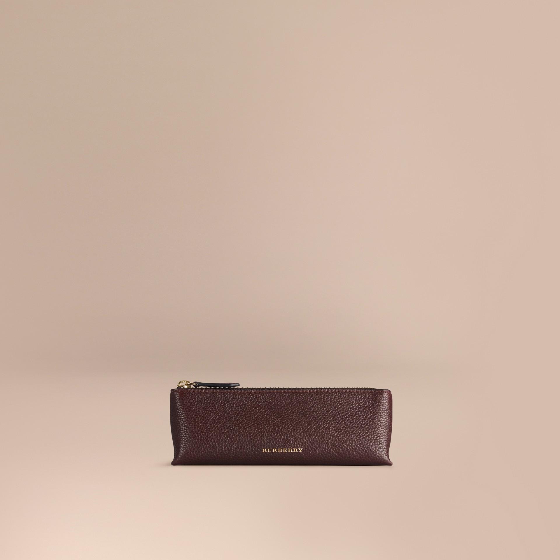 Rosso ebano Pochette piccola porta accessori digitali in pelle a grana Rosso Ebano - immagine della galleria 1
