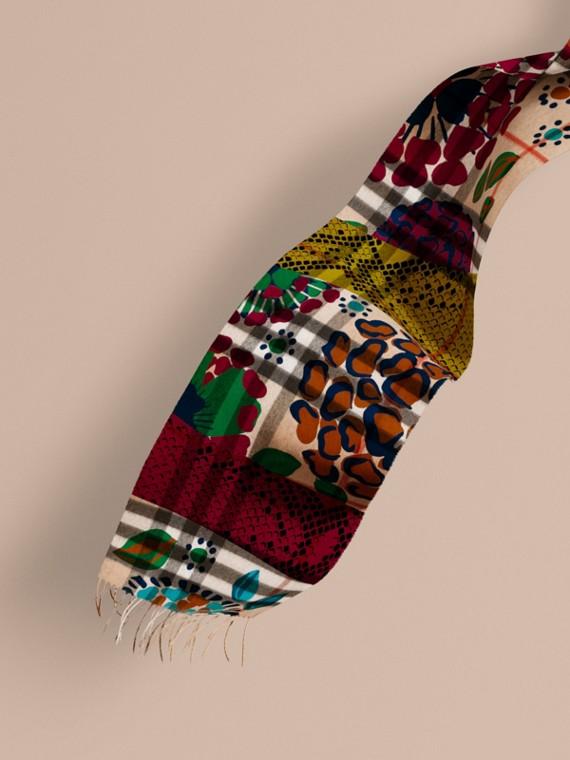Sciarpa in cashmere classica con motivo check e stampa patchwork