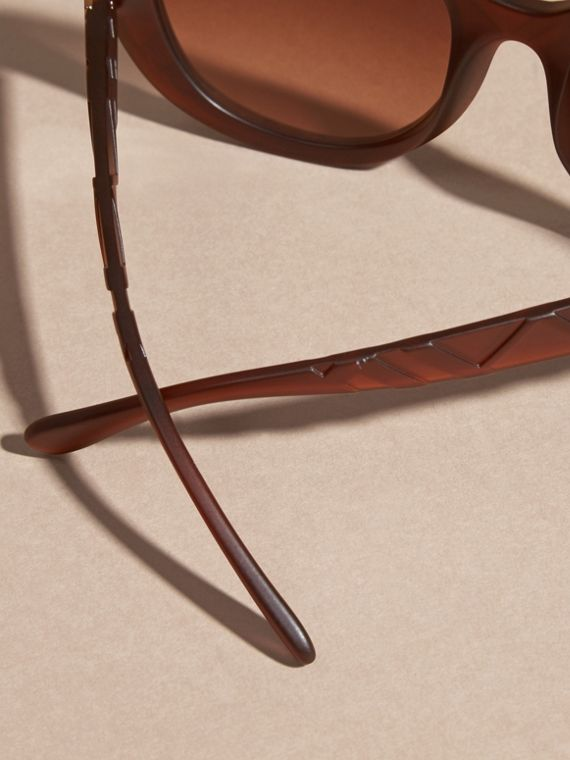 Brown 3D Check Round Frame Sunglasses Brown - cell image 3