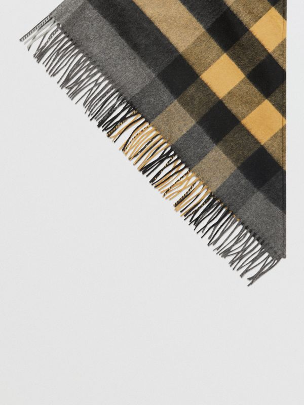The Burberry Bandana in Check Cashmere in Mid Grey   Burberry - cell image 3