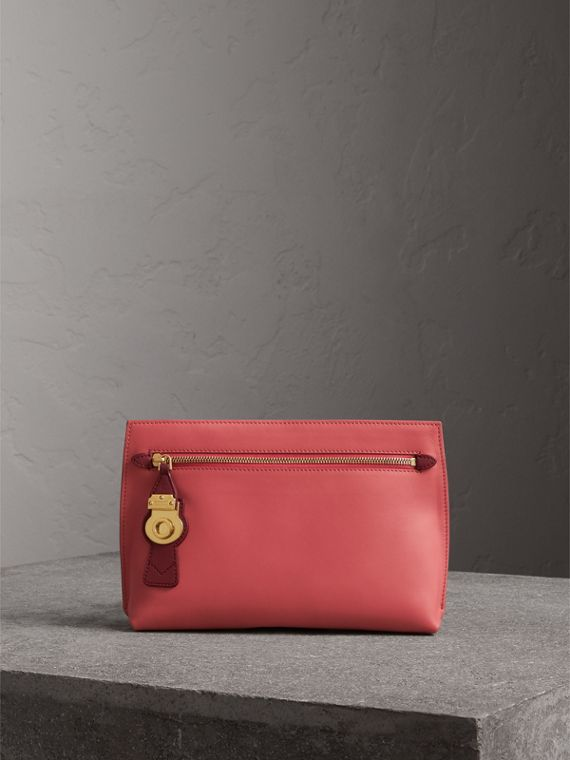 Pochette wristlet en cuir trench bicolore (Rose Blossom/rouge Antique)