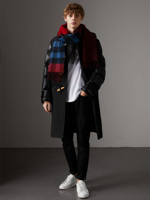 Reversible Check and Melange Cashmere Scarf in Parade Red | Burberry United Kingdom - cell image 3