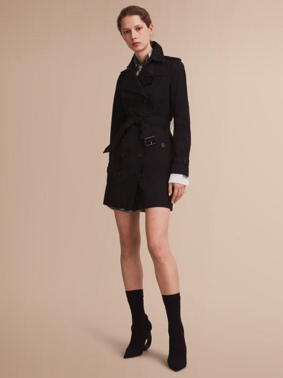 The Sandringham – Mid-Length Heritage Trench Coat in Black - Women | Burberry