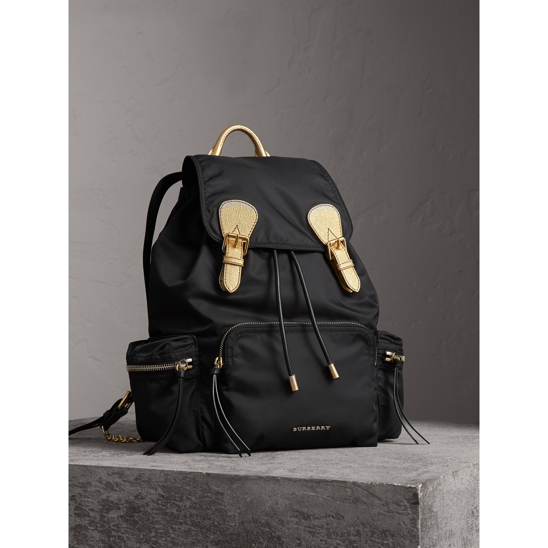The Large Rucksack aus Nylon und Leder (Schwarz/goldfarben) - Damen | Burberry - Galerie-Bild 8