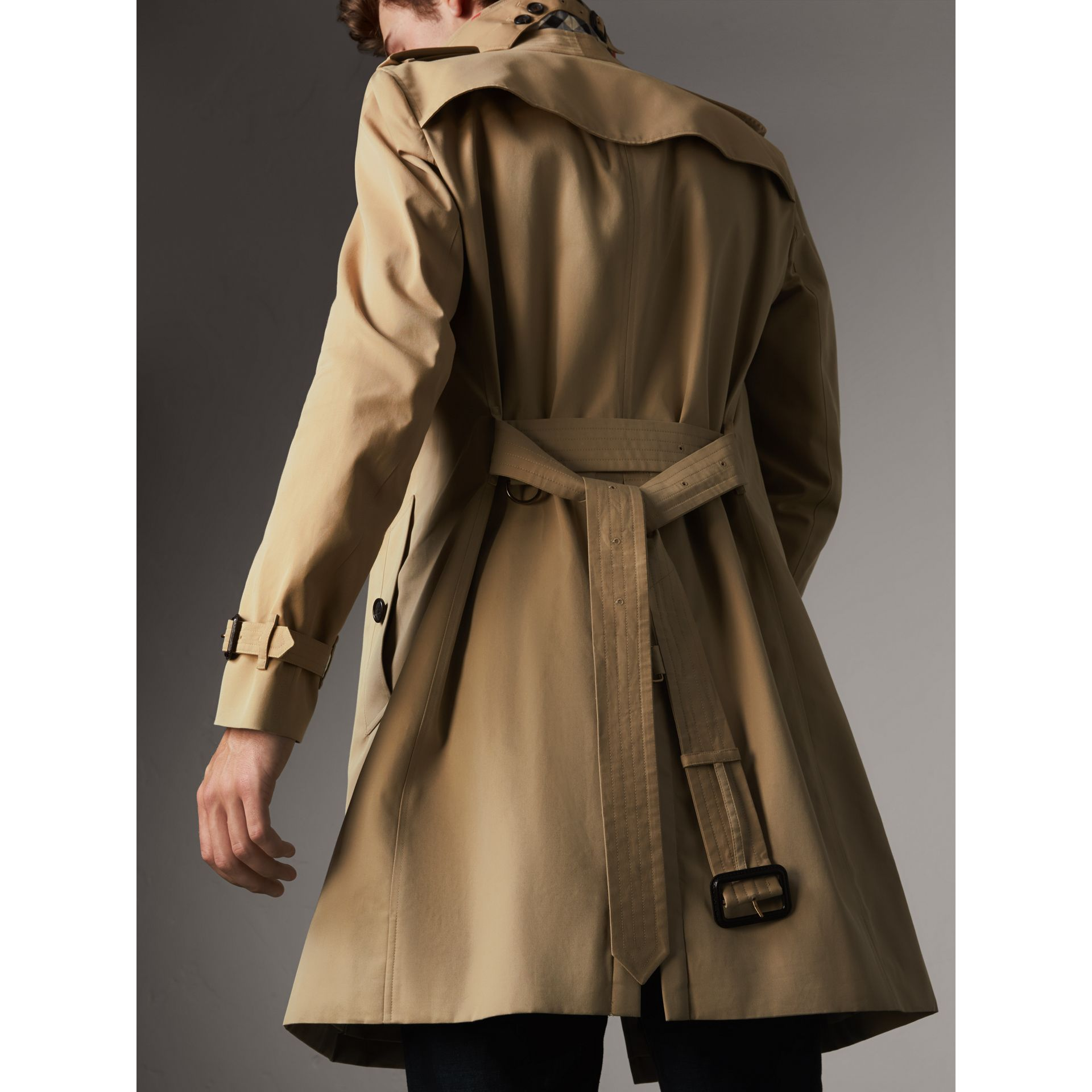 The Chelsea – Long Trench Coat in Honey - Men | Burberry - gallery image 5