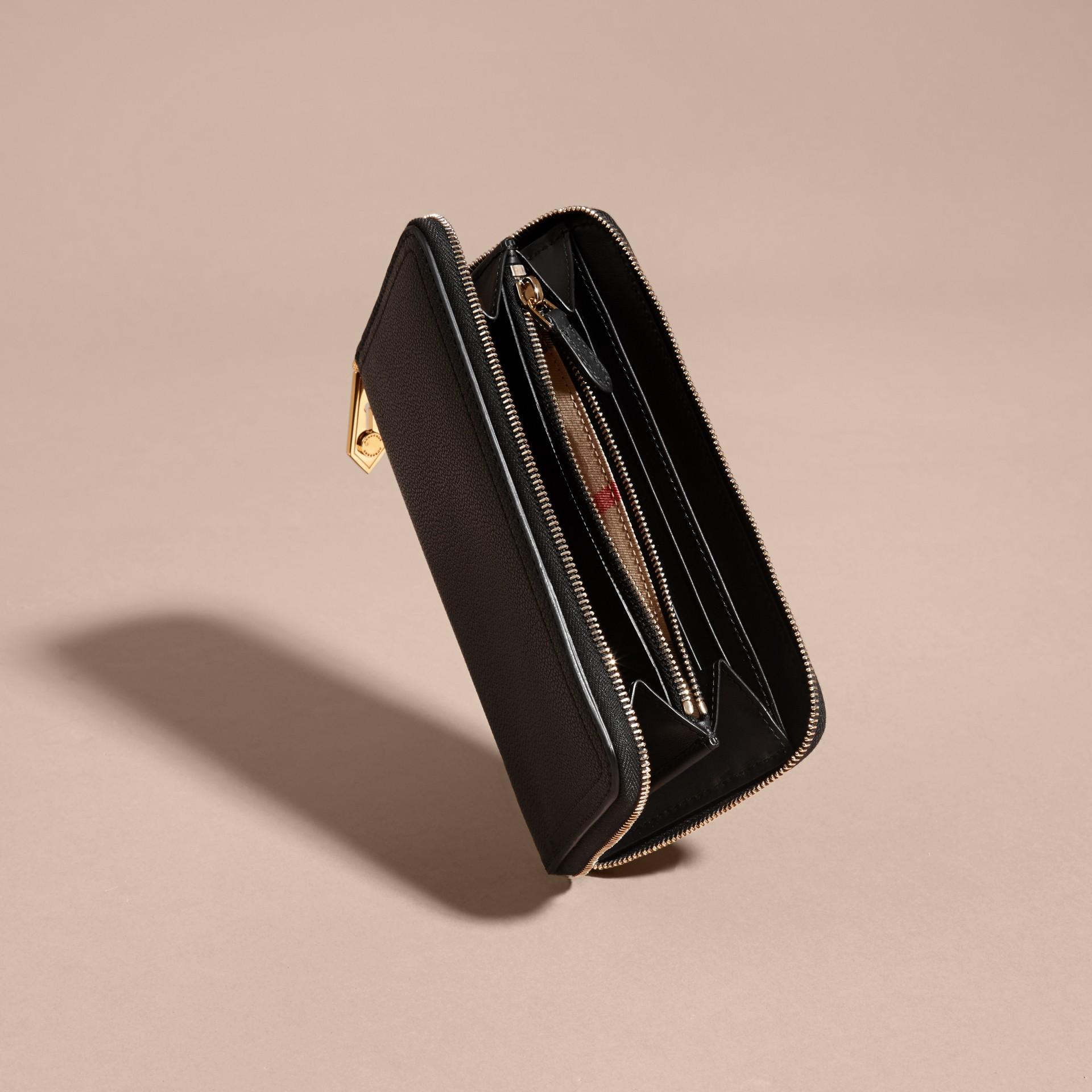 Nero Portafoglio in pelle a grana con cerniera su tre lati Nero - immagine della galleria 5