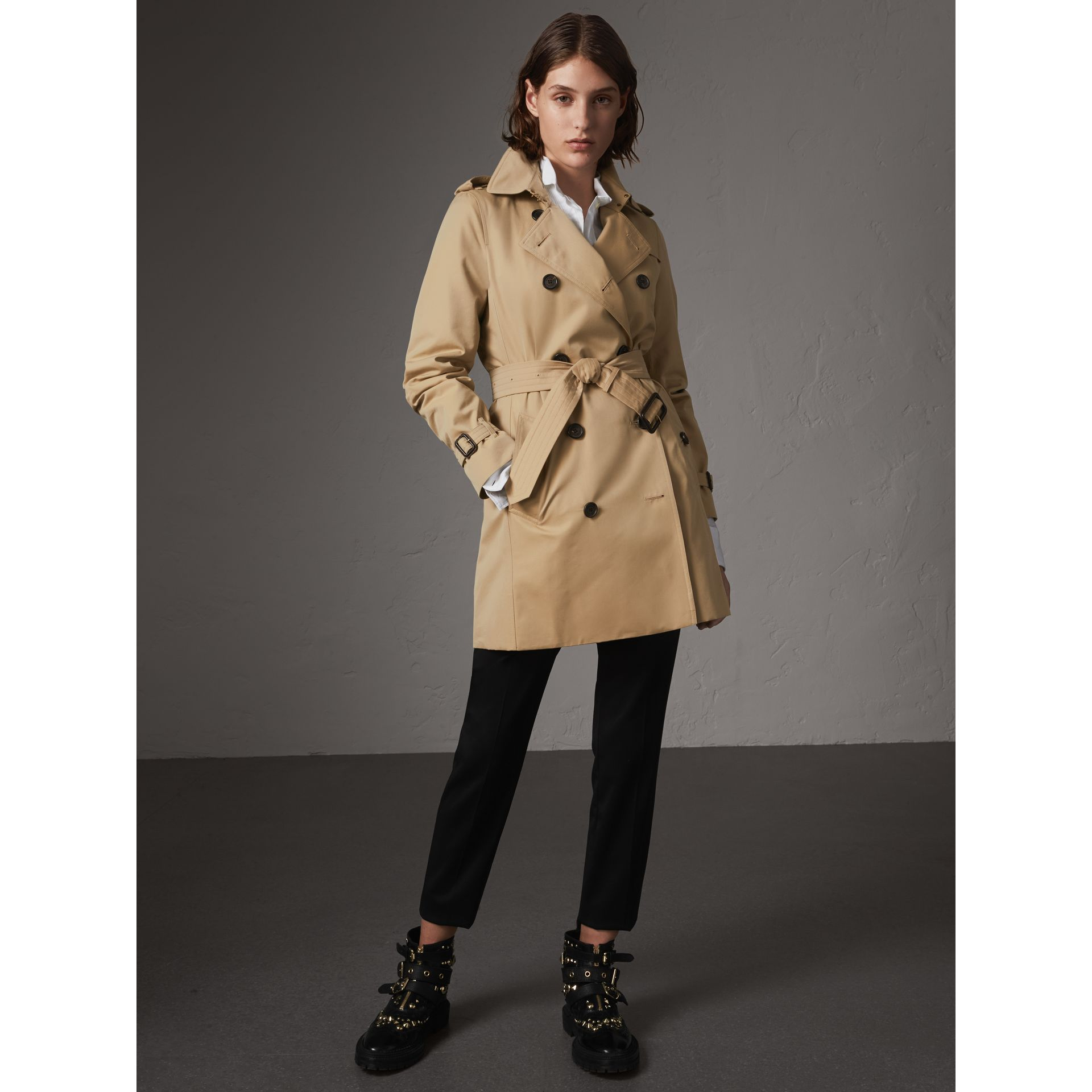 The Kensington – Mid-Length Heritage Trench Coat in Honey - Women | Burberry Australia - gallery image 8