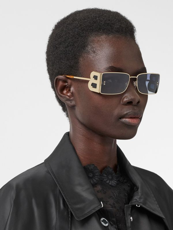 'B' Lens Detail Rectangular Frame Sunglasses in Amber Tortoiseshell - Women | Burberry - cell image 2