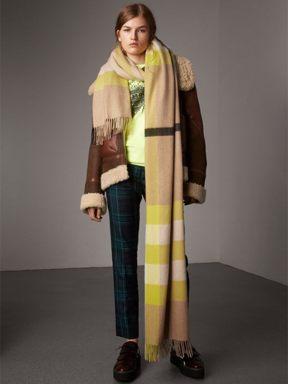 Oversize Check Cashmere Scarf in Bright Lemon | Burberry - cell image 2