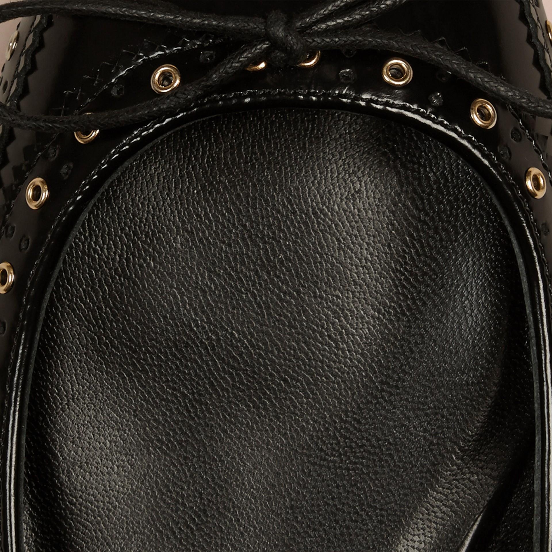 Preto Sapatilhas de couro com wingtip – Produto vendido exclusivamente online - galeria de imagens 2