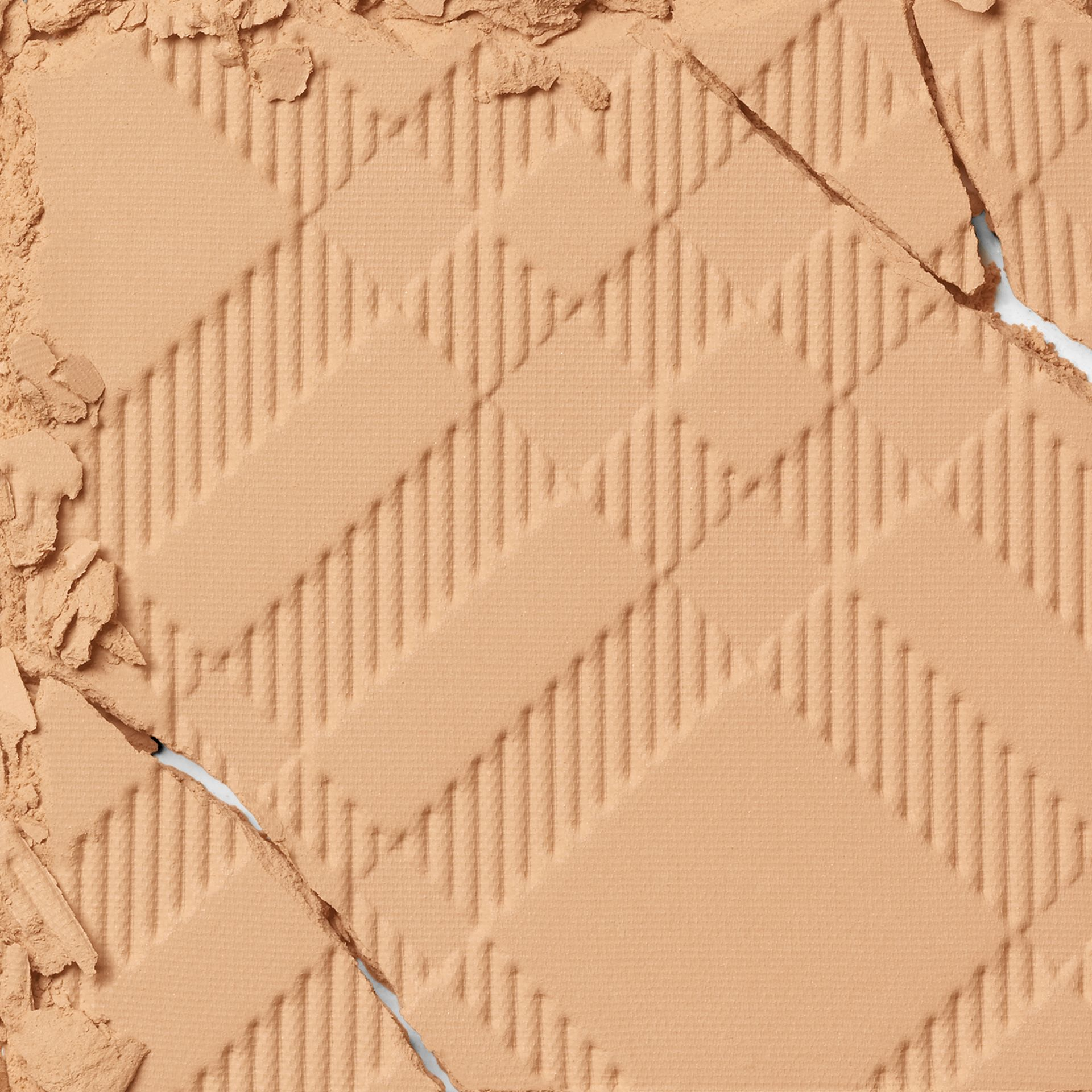 Recharge Bright Glow Compact SPF 25 PA +++ – Ochre Nude No.12 - Femme | Burberry - photo de la galerie 1