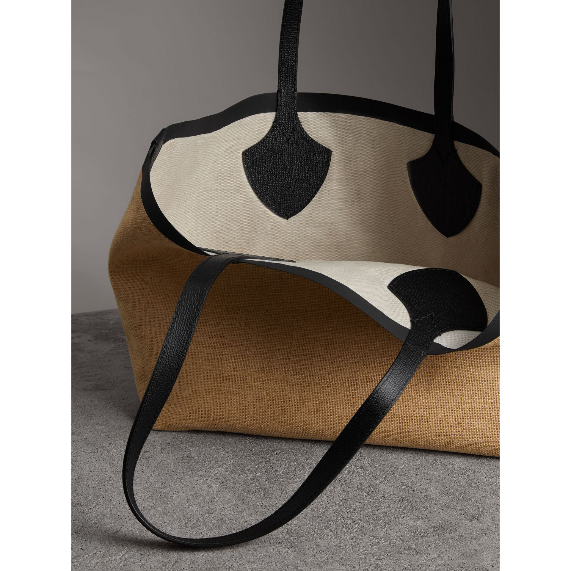 The Medium Giant Tote in Graphic Print Jute in Black - Women | Burberry - gallery image 3