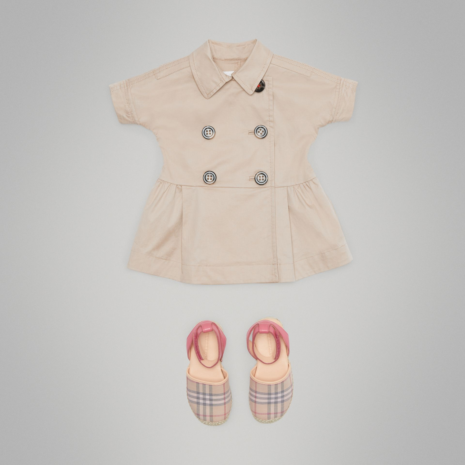 Robe trench en coton extensible (Miel) - Enfant | Burberry - photo de la galerie 2